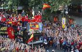 2010年7月12日,西班牙马德里,首次夺得世界杯冠军的西班牙国家队载誉归国,并进行夺冠后的游行。...