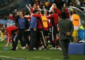 阿根廷在同一个对手面前连续摔倒,主教练马拉多纳还有许多的东西要学,我们不会见到裸奔的老马了,球王还需...