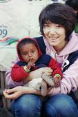 搜狐新韩线讯 凭借SBS电视剧《原来是美男啊》深受观众喜爱的朴信惠访问了尼泊尔的一个小村庄。在尼泊尔...