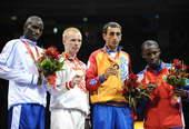 8月24日,俄罗斯选手阿列克谢・季先科战胜法国选手达乌达・索夫,获得冠军。新华社/摄