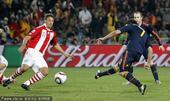 北京时间7月4日凌晨2点30分,2010南非世界杯第4场1/4决赛开战,巴拉圭VS西班牙。82分钟伊...