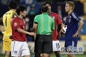 北京时间1月25日21点25分,2011年亚洲杯足球赛展开首场半决赛争夺,日本队最终在点球大战中...