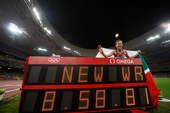 8月17日,俄罗斯选手古利娜拉・加尔金娜・萨米托娃在北京奥运会女子3000米障碍决赛中夺得金牌。新华社/摄