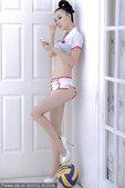 """2010年11月26日,北京讯。北大美女、""""小萧蔷""""白莫菲拍摄大尺度写真,化身排球宝贝助威亚运。在这..."""