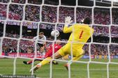 北京时间6月27日22点,第19届南非世界杯1/8决赛上演巅峰对话。德国队在布隆方丹自由州球场与...