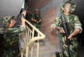 近日,来自广东省的150多名反恐特战队员开始参加广东省武警总队为期半年的反恐集训,进行极限体能、精度...