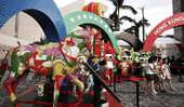 7月31日,随着北京奥运会马术比赛即将开始,香港街头奥运气氛浓郁。新华社记者 周磊/摄