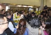 [2008年12月11日台北讯]郭富城昨日早上一早到达香港国际机场,精神奕奕的和一行近80人的舞蹈员...
