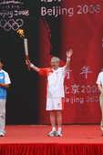 末棒许智宏传递,北京奥运会圣火传递落幕。摄影/韩大海
