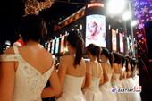 清凉美女上海街头促销奢侈品 摄影:刘歆 来源:东方网