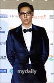 北京时间10月29日下午消息,据韩国媒体报道,第47届韩国大钟电影颁奖礼于29日晚,在位于首尔东大门...