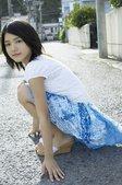 宫崎葵:   自然的裸妆加上她标志性的笑容,清爽而有亲和力,是不少同龄女生学习的样本