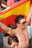 2010年7月11日,2010世界杯决赛中西班牙1-0战胜荷兰,西班牙球迷在纽约曼哈顿庆祝捧杯。