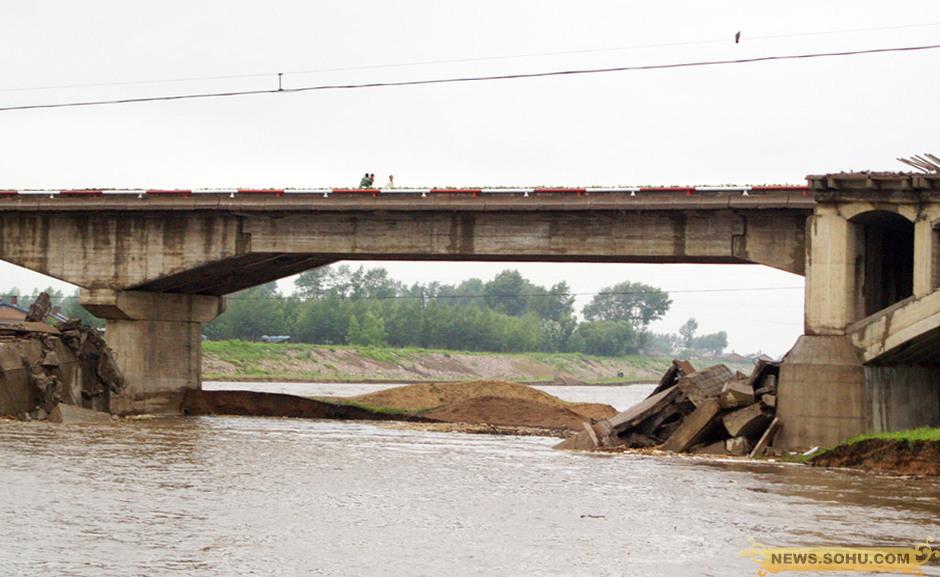 黑龙江铁力市公路桥垮塌 图片