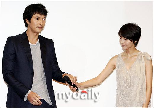 [09-22] 《好雨时节》韩国首映 郑宇成高圆圆型男靓女